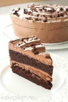 sjokoladekake4 Delicious Cake Recipes, Yummy Cakes, Yummy Food, No Bake Desserts, Dessert Recipes, Norwegian Food, Sweets Cake, Pretty Cakes, Chocolate Desserts
