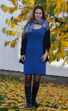Denne kjolen, med strikket bærestykke og heklet skjørt, sitter som et skudd! I herlig bomull- og merinoblanding er den også supermyk og behagelig å ha på. Føl deg som en dronning til hverdags eller på fest i denne! E Design, Cold Shoulder Dress, High Neck Dress, Sweaters, Dresses, Fashion, Turtleneck Dress, Vestidos, Moda
