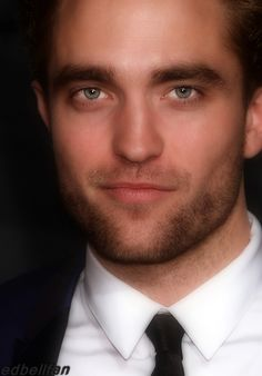 "edbellfan: ""Rob at the Vanity Fair Oscar Party. Such a beautiful man. *sigh*"""