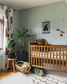 Boho gender neutral nursery Nursery Themes Boys, Boy Nursery Colors, Grey Nursery Boy, Woodland Nursery Boy, Nursery Twins, Nursery Modern, Rustic Nursery, Nursery Neutral, Rustic Baby