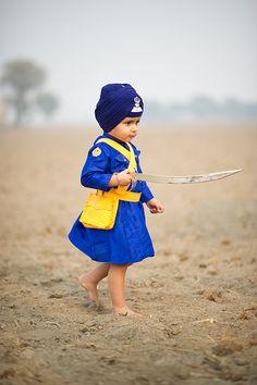 Swashbuckler - Two-year old Raza Singh exhibits the colors of the Khalsa in Punjab, India. Punjab Culture, India Culture, Guru Tegh Bahadur, Sikhism Religion, Cute Kids, Cute Babies, Punjabi Boys, Bhagat Singh, Dev Ji