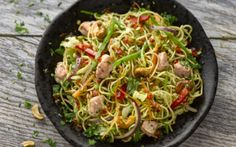 Bacon, Noodle and Crispy Vegetable Salad Bacon Recipes, Healthy Recipes, Healthy Food, Irish Bacon, Chinese Cabbage, Vegetable Salad, Noodles, Tasty, Lunch