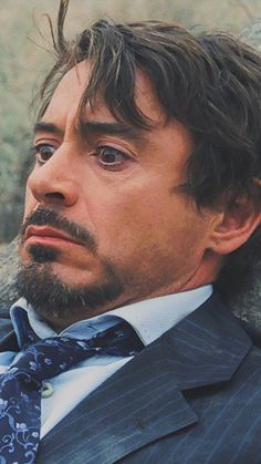 He was hurted by himself Marvel Funny, Marvel Memes, Marvel Avengers, Handsome Actors, Cute Actors, Robert Downey Jnr, Iron Man Movie, I Robert, Iron Man Tony Stark