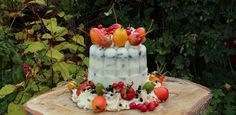 Vogeltaart met appeltjes en rozenbottels