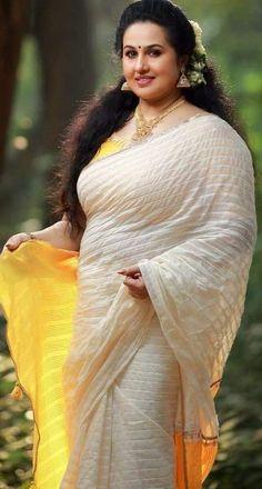Beautiful Women Over 40, Beautiful Girl Indian, Beautiful Girl Image, Most Beautiful Indian Actress, South Indian Actress Hot, Indian Actress Hot Pics, Beauty Full Girl, Beauty Women, Beauty Girls