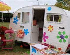vintage travel trailers - love the daisies!
