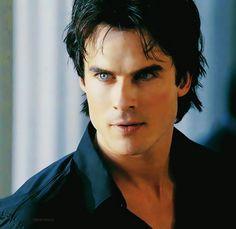 Those eyes... Damon Salvatore. The Vampire Diaries ♥