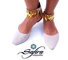 """Safira* Nobuck nudes com detalhe dourado no tornozelo """"Bico fino"""""""