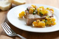 Tuna with Mango Salsa Entire recipe makes 4 servings Serving size is about 1 tuna fillet (4 oz) with 1/3 cup salsa. Each serving = 4 Points +