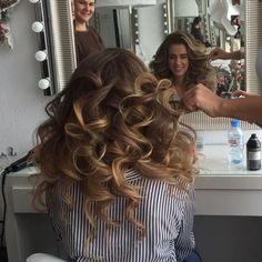 Показ локонов на индивидуальном обучении....Hair 💁 by me #art4studio #trucco #hair #hairstyle #wedding #makeup #weddingidea #acconciatura #weddingstyle #bride #bridallook #bridalmakeup #bridalhairstyle #hairdo #hairstyle @hairstyle #brides #стилист #updo #свадебныйстилист #свадебныймакияж #свадебныепрически #макияж #прическа#beauty #vegas_nay #hudabeauty @hudabeauty @styleartists #vegas_nay #makegirlz  #wakeupandmakeup @wakeupandmakeup @hair.videos @peinadosvideos @vegas_nay