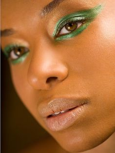 Green eyeshadow look