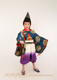 A boy dressed in kariginu at a kimono photography experience. Male Kimono, Anime Kimono, Japanese Boy, Japanese Kimono, Traditional Fashion, Traditional Outfits, Japanese Outfits, Japanese Clothing, Heian Era