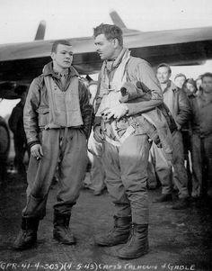 Clark Gable and a B-17 crew on April 4, 1943