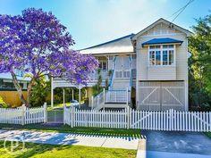 8 Oak Street, Hawthorne, Qld 4171 Australian Houses, Australian Architecture, House Facades, Facade House, Buck Store, Queenslander House, Front Verandah, Looking For Houses, Oak Street