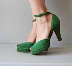 Vintage 1940s green suede peep-toe platform heels