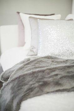 plaid fausse fourrure pas cher pour le canape moderne Fur Blanket, Bed Pillows, Pillow Cases, Interior, Prints, Styles, Inspiration, Studio, Winter