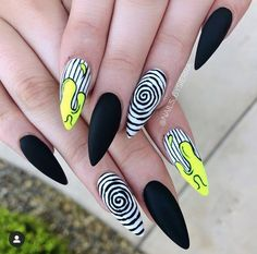 Happy Halloween month witches🤮👻 - Like and comment if you have post notifications on🤔 - - - Punk Nails, Edgy Nails, Grunge Nails, Stylish Nails, Aycrlic Nails, Stiletto Nails, Halloween Acrylic Nails, Best Acrylic Nails, Summer Acrylic Nails
