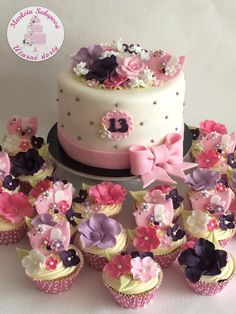 Cupcakes, Celebrities, Desserts, Kids, Food, Pastries, Tailgate Desserts, Young Children, Cupcake Cakes