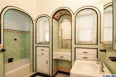 Charming retro home decor advice, the must study pin reference 3808852666 for that super atmosphere. Art Deco Bathroom, Bathroom Ideas, Vintage Bathrooms, Tiled Bathrooms, Luxury Bathrooms, Vintage Tile, Craftsman Style Homes, Laundry In Bathroom, Retro Home Decor