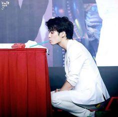 JR, Kim Jonghyun // Nu'est
