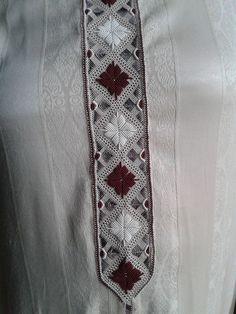 Gents Kurta Design, Boys Kurta Design, India Fashion Men, Hijab Fashion, Mens Fashion, Diy Embroidery Patterns, Beaded Embroidery, Moroccan Dress, Kurta Designs