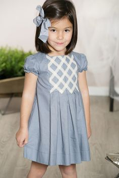 Little Erudite girl with a bow in her hair to make her look smarter/neater Kids Frocks, Frocks For Girls, Little Dresses, Little Girl Dresses, Girls Dresses, Little Girl Fashion, Toddler Fashion, Kids Fashion, Outfits Niños