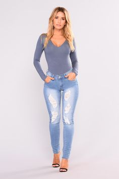Jeans and body suits Sexy Jeans, Skinny Jeans, Best Jeans For Women, Perfect Jeans, Denim Fashion, Style Fashion, Rain Wear, Girls Jeans, Girl Outfits
