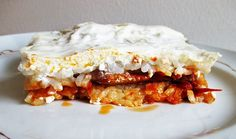 Gyuvecs - Serbian layered lecsó with pork Croatian Recipes, Hungarian Recipes, Hungarian Cuisine, Hungarian Food, Delicious Desserts, Yummy Food, Serbian, Hungary, Stew