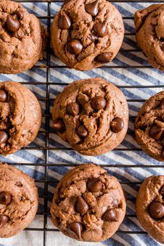 This easy cookie recipe is soft on … Super Soft Double Chocolate PUDDING COOKIES! This easy cookie recipe is soft on the inside, with a fudgy texture and loaded with two different types of chocolate! Easy Cookie Recipes, Best Dessert Recipes, Fun Desserts, Baking Recipes, Sweet Recipes, Delicious Desserts, Chocolates, Chocolate Pudding Cookies, Sweet Treats