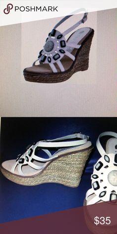c82578c2335 Gucci Audrey Metallic Girl s Thong Sandal