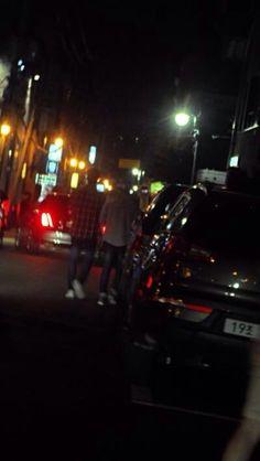 140918 #보이프렌드 Hyunseong was spotted with EXO's Suho at Garosugil #WITCH (cr: 여리어택)