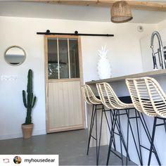 Chaise de bar design en rotin 69cm Capurgana Chaise Bar, Living Room Kitchen, Kitchen Furniture, Ladder Decor, Drawers, Stool, Sweet Home, New Homes, House