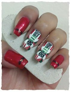 """MY FIRST QUILT MANI FOR THE XMAS CHALLENGE  Nov 26 - Red & Green  **FOR DETAILS FOLLOW MY BLOG OR DO """"LIKE"""" TO MY FACEBOOK, would be great!! All comments are welcome!!! https://www.facebook.com/glamstylenailsbycarolina **"""