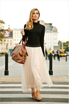 I love black&pastel combination with some nude colours. So chic.