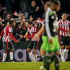 Matchwinnaar wordt Memphis Depay. Hij scoort in de 93ste minuut voor PSV. Eindstand 4-3  2014-12-17