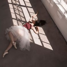 Ballet inspiration Read Agnes s story on Ballerina Photography, Dance Photography, Dance Photos, Dance Pictures, Ballet Stretches, Mode Ulzzang, Turkish Tiles, Moroccan Tiles, Tiny Dancer