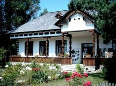 Muzeul satului Valcean din Bujoreni Valcea Cabin House Plans, Rural House, Prefabricated Houses, Wooden House, Cozy Cottage, Cabin Homes, Places Around The World, Traditional House, Old Houses