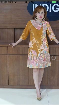 Model Dress Batik, Model Baju Batik, Batik Dress, African Print Dress Designs, African Print Dresses, African Dress, Blouse Designs, Blouse Batik, Blouse Dress