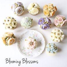 Hope your friends enjoy the cake!!_  #bloomingblossoms #cakery #flowercake #cake #cupcakes #flowercakeclass #LAbakingclass #LAflowercake #instafood #instaflower #homebaking #instacake #birthdaycake #bridalshower #weddingcake #cakestagram #wedding #babyshower #꽃스타그램 #꽃 #플라워케이크 #플라워컵케이크 #LA플라워케이크 #엘에이플라워케이크 #버터크림플라워케이크 #생일케이크 #EJ_Table
