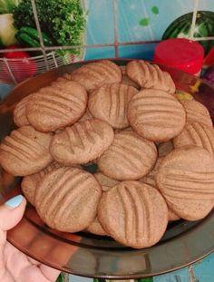 A kókuszgolyó uncsi, lett belőle kosárka egy kis krém és tejszín a tetejére - Ketkes.com Crunches, Biscuits, Almond, Bacon, Cookies, Recipes, Food, Crack Crackers, Crack Crackers