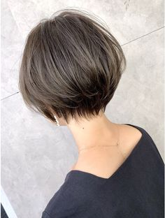 Pin on 髪型 Short Hair Syles, Short Grey Hair, Medium Short Hair, Short Hair With Layers, Girl Short Hair, Short Hair Cuts, Medium Hair Styles, Short Shag Hairstyles, Short Bob Haircuts