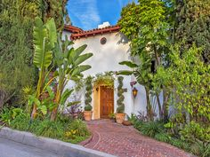 Romance Lives in Los Feliz Oaks, Los Angeles CA Single Family Home - Los Angeles Real Estate