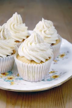 almond amaretto cupcake recipes | National Cupcake Week: Amaretto Cupcakes