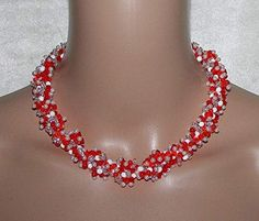Glasperlen Halskette rot und weiß MacMar Jewelry Beaded Necklace, Jewelry, Fashion, Necklaces, Glass Beads, Gift Crafts, Beaded Collar, Moda, Pearl Necklace