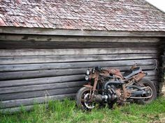 Rusty GSXR Turbo, who thought brown could be so good. Gsxr 1100, Street Fighter Motorcycle, Scrambler Custom, Vintage Cafe Racer, Chopper Bike, 4 Wheelers, Custom Bikes, Cars And Motorcycles, Motorbikes