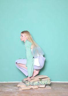 Sweet & Pastel - The Shoppeuse Pastel Fashion, Fashion Colours, Colorful Fashion, Fashion Mode, Look Fashion, Fashion Design, Woman Fashion, Poses, Color Terciario