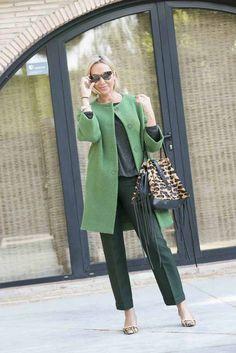 Un look más serio de lo habitual con este abrigo verde que me encanta #streetstyle #moda #blogger