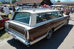 Mercury Colony Park 3rd generation 1965-1968 (1968), right rear view, Small Old- and Youngtimers' Encyclopaedia