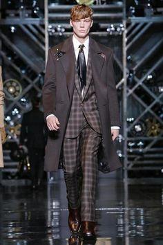 Versace Menswear Fall Winter 2014 Milan - NOWFASHION