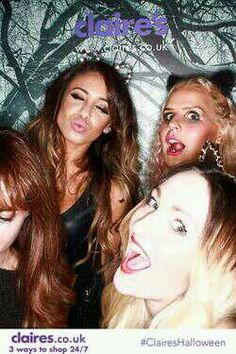 In the photobooth with Sophie and 2 other friends (3)